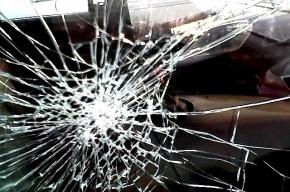 В Москве «Мерседес» на полном ходу врезался в полицейский автомобиль