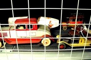 В Петербурге у мужа следователя нашли пять угнанных автомобилей и трактор