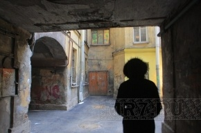 В Ленобласти извращенец заманивал детей на крышу и насиловал