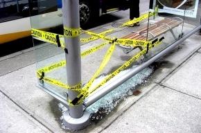 Пьяный полицейский избил и обстрелял пассажиров, ждущих автобуса на остановке