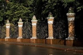 Ограду Михайловского сада отреставрируют за 12 млн рублей