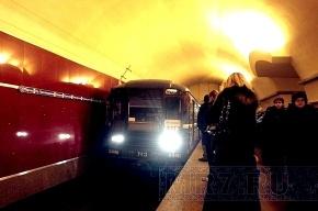 Мужчина упал на рельсы в метро «Невский проспект» (видео)