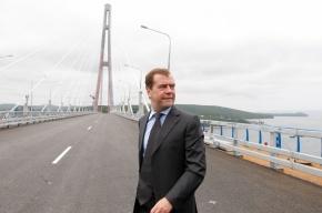На острове Русский закрыли мост, открытый Медведевым