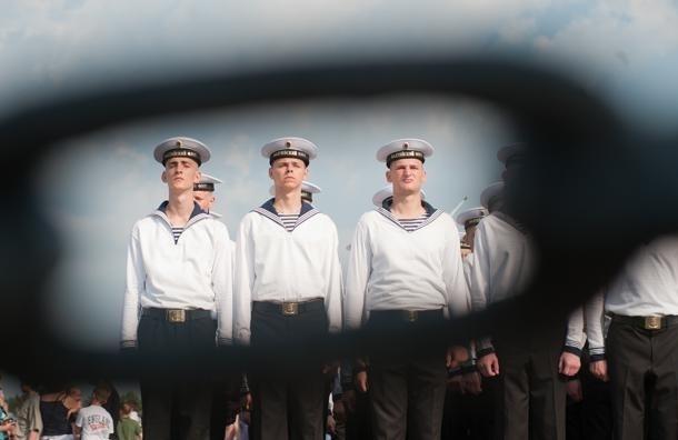 День ВМФ в Петербурге: участник заплыва моржей чуть не утонул