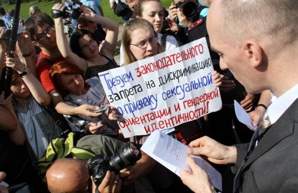Гей-парад в Петербурге: полицейские облапали участников (фоторепортаж)