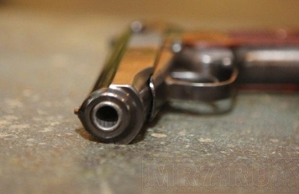 Мужчина угрожал пистолетом прохожим, которые не угостили сигаретой