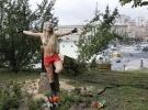 Фоторепортаж: «Femen спилили православный крест »