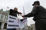 Фоторепортаж: «Акция против Мадонны на Дворцовой»