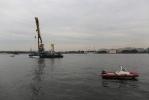 Фоторепортаж: «из Невы поднимают затонувший катер. 1.08.2012»