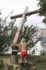 Femen спилили православный крест : Фоторепортаж