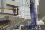 Фоторепортаж: «Памятник Борису Ельцину осквернили вандалы»