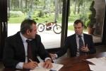 Дмитрий Медведев на электромопеде: Фоторепортаж