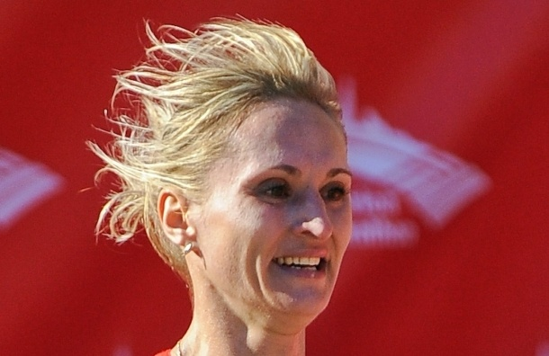 Российская бегунья сошла с олимпийского марафона, схватившись за бедро