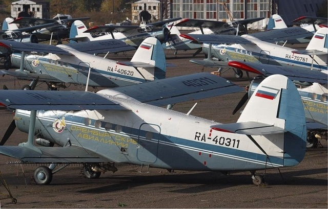 800px-Orenburg_Airlines_Antonov_An-2_fleet.jpg