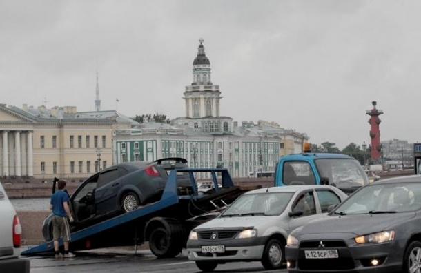 Закон «о платной эвакуации» в Петербурге попробуют отменить 29 августа