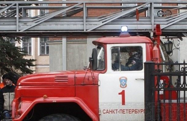 Два человека отравились угарным газом при пожаре на Энтузиастов