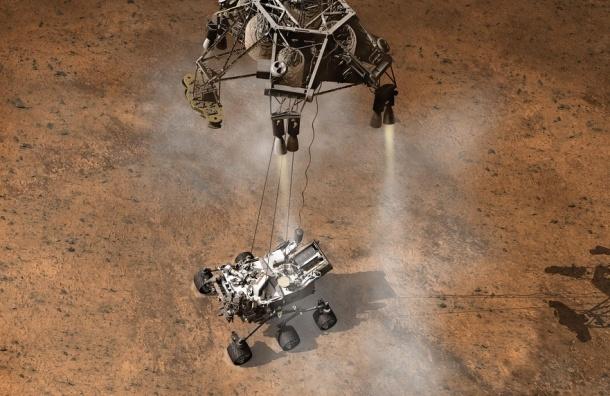Марсоход Curiosity передал первую видеозапись и первые снимки