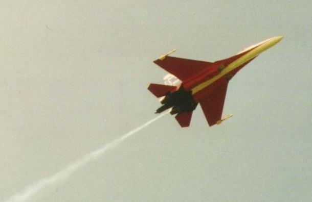 У истребителя Су-27 в Новосибирске отказал двигатель