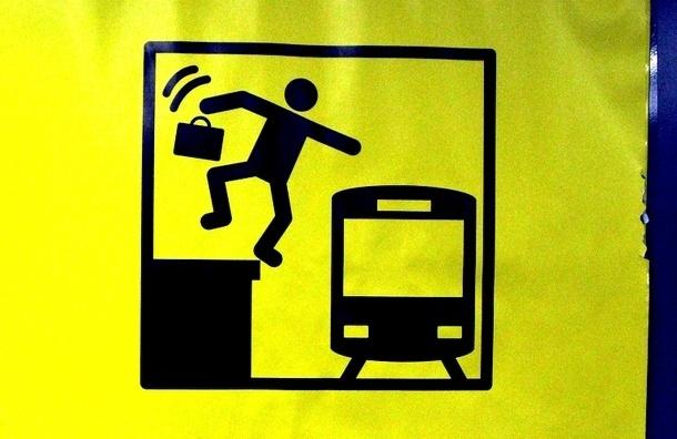 Красная ветка метро встала: на «Балтийской» человек бросился под поезд