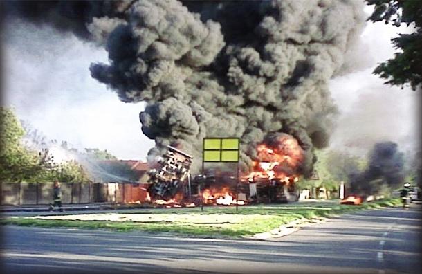 Пулковское шоссе встало из-за загоревшегося бензовоза