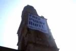 На церкви Цюриха хулиганы вывесили баннер «Свободу Pussy Riot» и «Fuck Putin»
