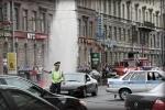Фонтан воды на Владимирском проспекте перекрыл движение транспорта: фото, видео