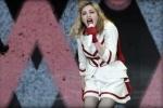 Репортаж: как в Петербурге протестовали против Мадонны