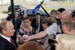 Путин о Pussy Riot: судить их строго не надо