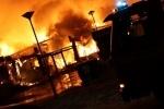 На Киевском шоссе заживо сгорел водитель перевернувшегося бензовоза, движение парализовано