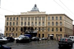 Технологический институт отреставрируют и покрасят в исторический цвет