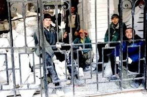 Смольный потратит 320 тысяч на экскурсии «Литературный Петербург» для мигрантов