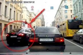 Синие ведерки: Администрация Приморского района разъезжает по встречке