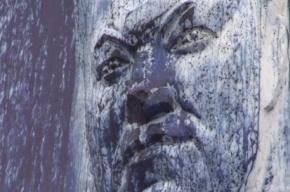 Десятиметровый памятник Ельцину осквернили синей краской
