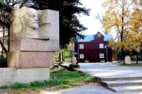 Вандалы облили краской памятник Ленину в Петербурге