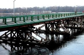 Катер врезался в опору моста в Петербурге