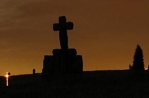 На кладбище Петербурга нашли женщину, закопанную заживо