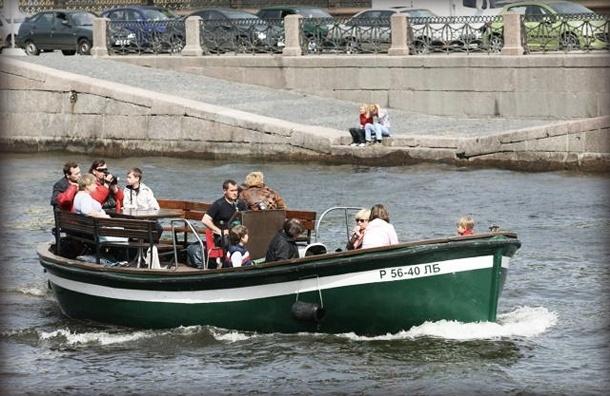 В Петербурге прогулочный катер затонул после столкновения с сухогрузом