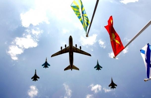 На авиашоу к 100-летию ВВС в Петербург прилетела боевая авиация