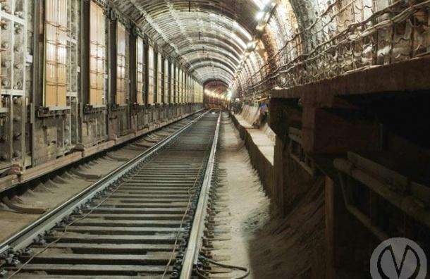 В метро Петербурга поезда носились по тоннелям из-за задымления