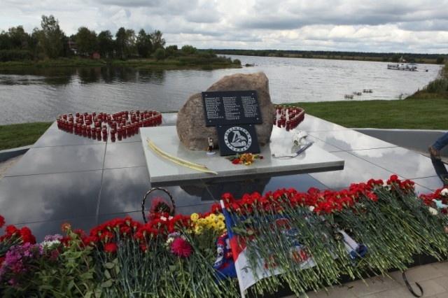 Мемориал по погибшим в трагедии с Як-42: Фото