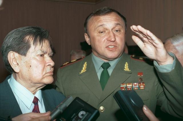 Павел Грачев - бывший министр обороны: фото: Фото