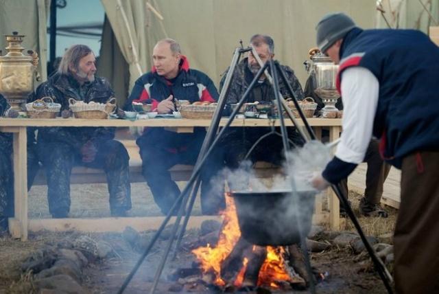 Путин летит за журавлями: Фото