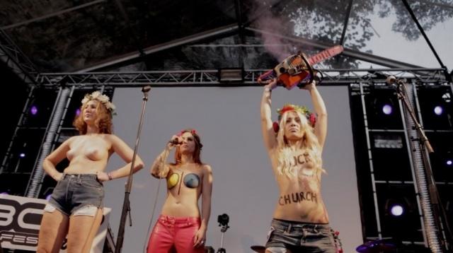 Femen Голландия Кресты крестоповал (2): Фото