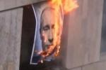 Pussy Riot сожгли портрет Владимира Путина