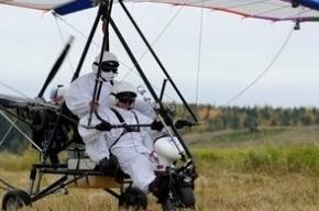 Активисты повторили полет Путина с гусем, индюком и курицей