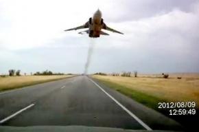 Главком ВВС объяснил скандальный бреющий полет Су-24 над головами водителей
