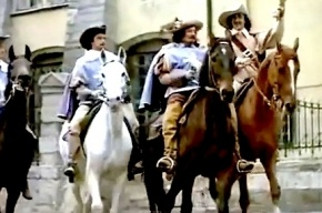В Петербурге лошади сбежали со съемок «Трех мушкетеров» и напугали водителей