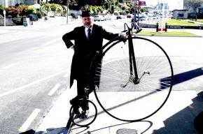 Смольный разрешил «Твидовый вояж» на винтажных велосипедах
