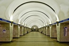 К метро «Проспект Просвещения» стянули полицию из-за угрозы взрыва
