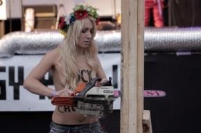 FEMEN спилили три креста в Голландии, и им за это ничего не было